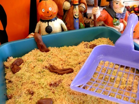 Gross your guests out with this cat litter Halloween cake (complete with poo). Yum.