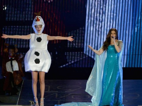 Of course Taylor Swift dressed up as Olaf from Frozen for Halloween