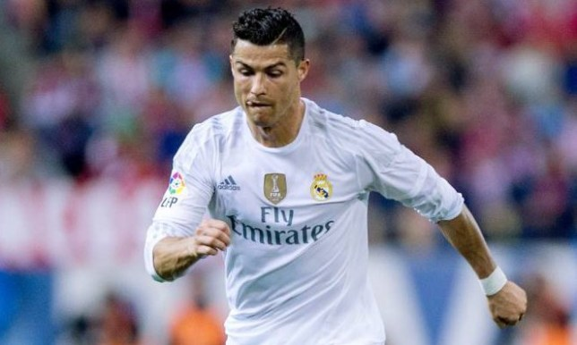 MADRID, SPAIN - OCTOBER 04: Cristiano Ronaldo of Real Madrid CF controls the ball during the La Liga match between Club Atletico de Madrid and Real Madrid CF at Vicente Calderon Stadium on October 4, 2015 in Madrid, Spain. (Photo by Gonzalo Arroyo Moreno/Getty Images)