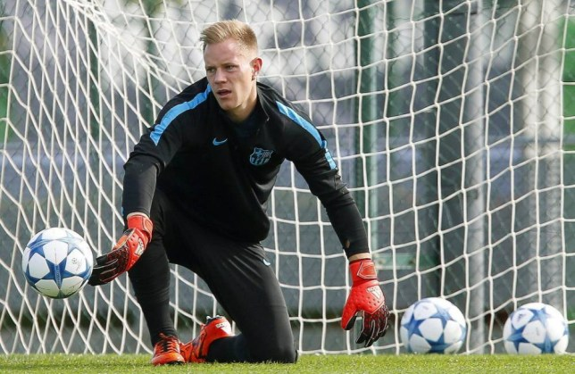 epa05008817 FC Barcelona's German goalkeeper Marc-Andre ter Stegen performs during his team's training session in Sant Joan Despi, outside Barcelona, northeastern Spain, 03 November 2015. FC Barcelona will face BATE Borisov in the UEFA Champions League group E soccer match at Barcelona's Camp Nou on 04 November 2015. EPA/ANDREU DALMAU
