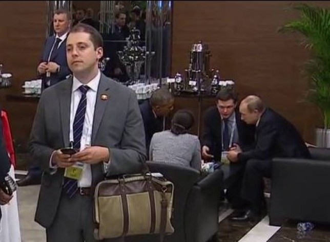 The best video of a man trying to eavesdrop on Obama and Putin at the G20 you will see Source: YouTube/RT