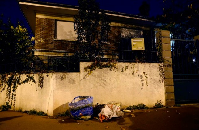 epa05039067 Trash is piled up on a street corner where an explosive belt without detonator was found in a bin in Montrouge, near Paris, France, 23 November 2015. A device found discarded in a Paris suburb is an explosive suicide belt, French prosecution sources confirmed to German news agency dpa. Police have spent a week looking for 26-year-old Salah Abdeslam, a French resident of Brussels who is believed to have taken part in the Paris terrorist attacks on 13 November 2015. He was reportedly brought back to the Brussels area by two acquaintances. EPA/IAN LANGSDON
