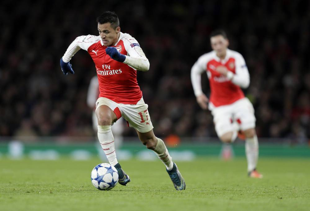 Arsenal's Alexis Sanchez controls the ball during the Champions League Group F soccer match between Arsenal and Dinamo Zagreb, at The Emirates Stadium in London, Britain, Tuesday, Nov. 24, 2015. (AP Photo/Tim Ireland)
