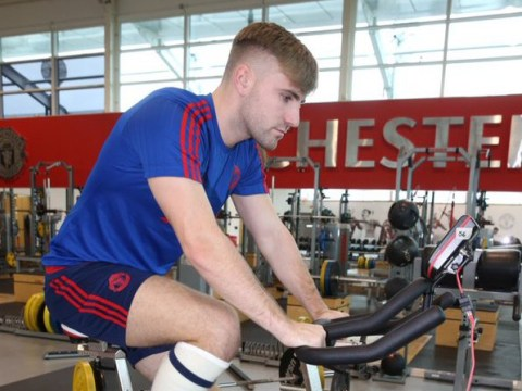 Report: Manchester United expect Luke Shaw to return this season after rapid recovery from leg break