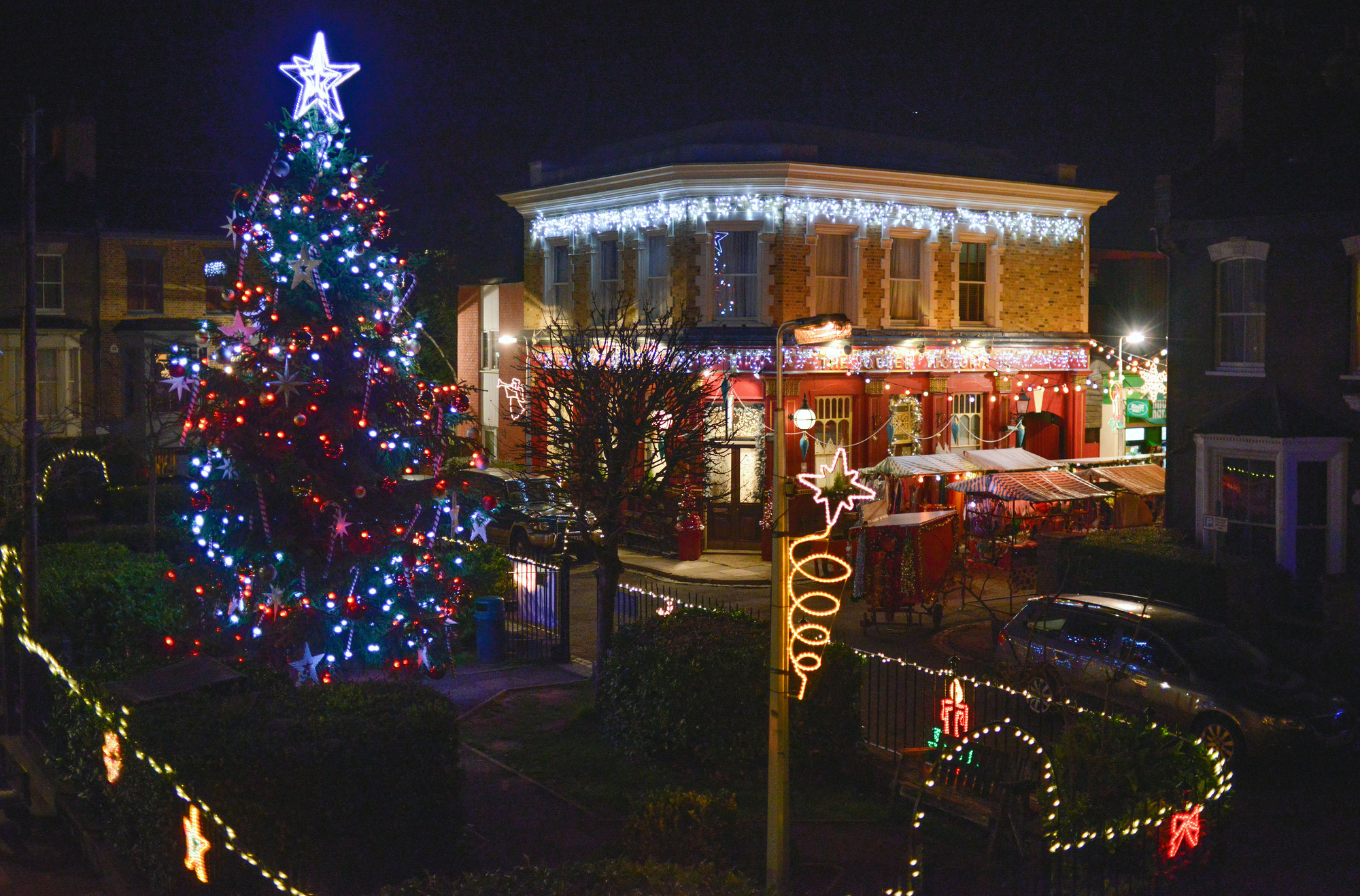 WARNING: Embargoed for publication until 00:00:01 on 05/12/2015 - Programme Name: EastEnders - TX: 21/12/2015 - Episode: 5193 (No. n/a) - Picture Shows: Albert Square. - (C) BBC - Photographer: Kieron McCarron
