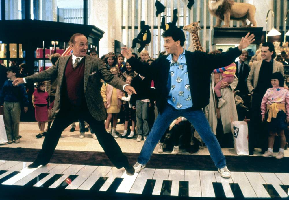 Robert Loggia & Tom Hanks Film: Big (USA 1988) Director: Penny Marshall 03 June 1988 SSD12500 Allstar Picture Library/20TH CENTURY FOX **Warning** This Photograph is for editorial use only and is the copyright of 20TH CENTURY FOX and/or the Photographer assigned by the Film or Production Company & can only be reproduced by publications in conjunction with the promotion of the above Film. A Mandatory Credit To 20TH CENTURY FOX is required. The Photographer should also be credited when known. No commercial use can be granted without written authority from the Film Company. Character(s): MacMillan & Josh Baskin