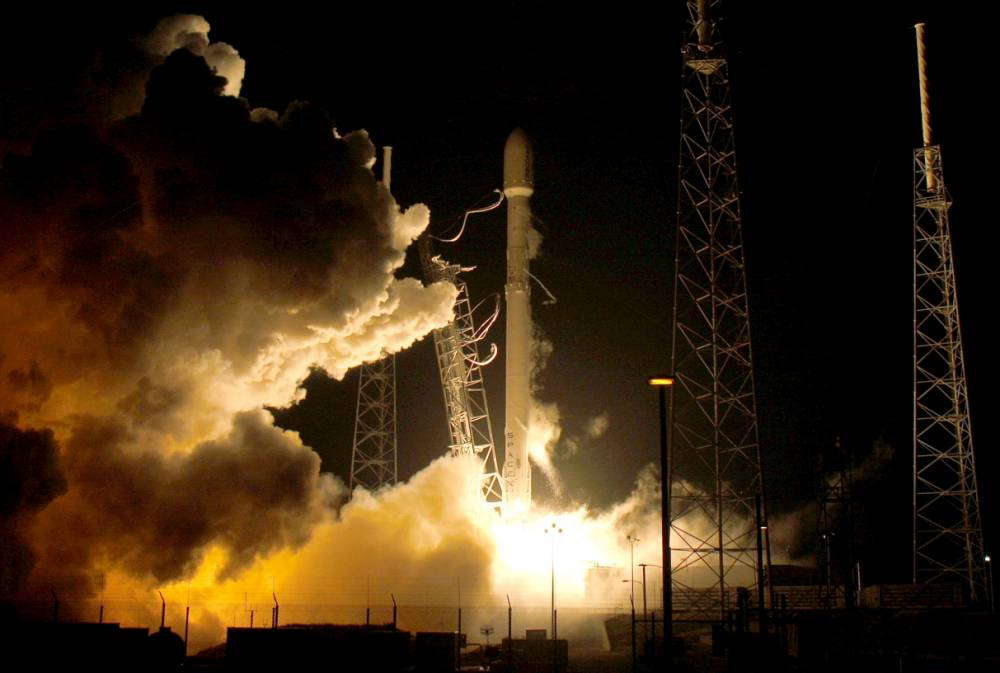 A remodeled version of the SpaceX Falcon 9 rocket lifts off at the Cape Canaveral Air Force Station on the launcher¿Äôs first mission since a June failure in Cape Canaveral, Florida, December 21, 2015. The rocket carried a payload of eleven satellites owned by Orbcomm, a New Jersey-based communications company. The first stage returned to land following launch. REUTERS/Joe Skipper