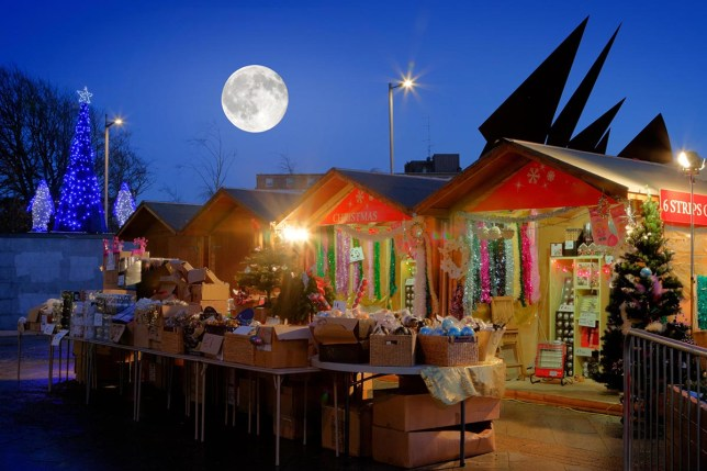 F0BYKH Continental Christmas Market in Eyre Square, Galway, at night time and full moon Alamy