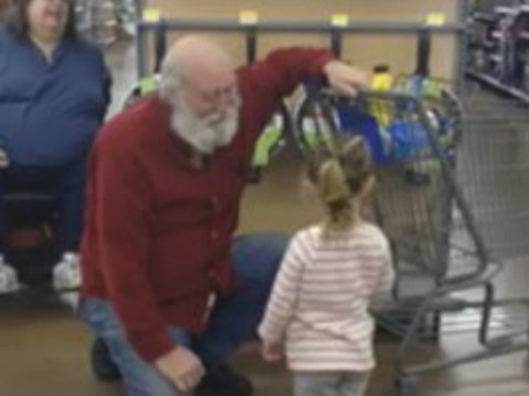 Little girl mistakes bearded shopper for Santa Claus and he plays along