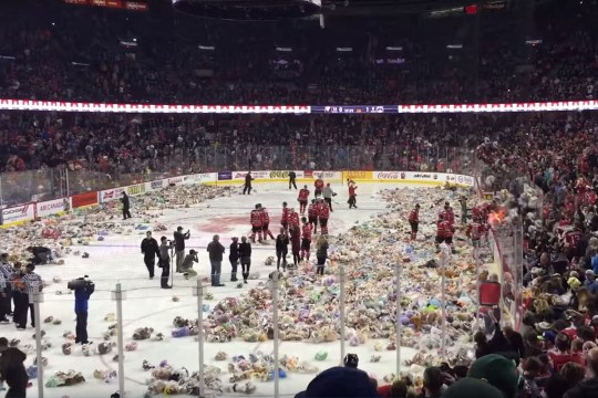 CALGARY HITMEN TEDDY BEAR TOSS HOCKEY GAME