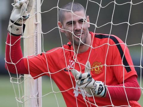 Victor Valdes to leave Manchester United for Standard Liege loan