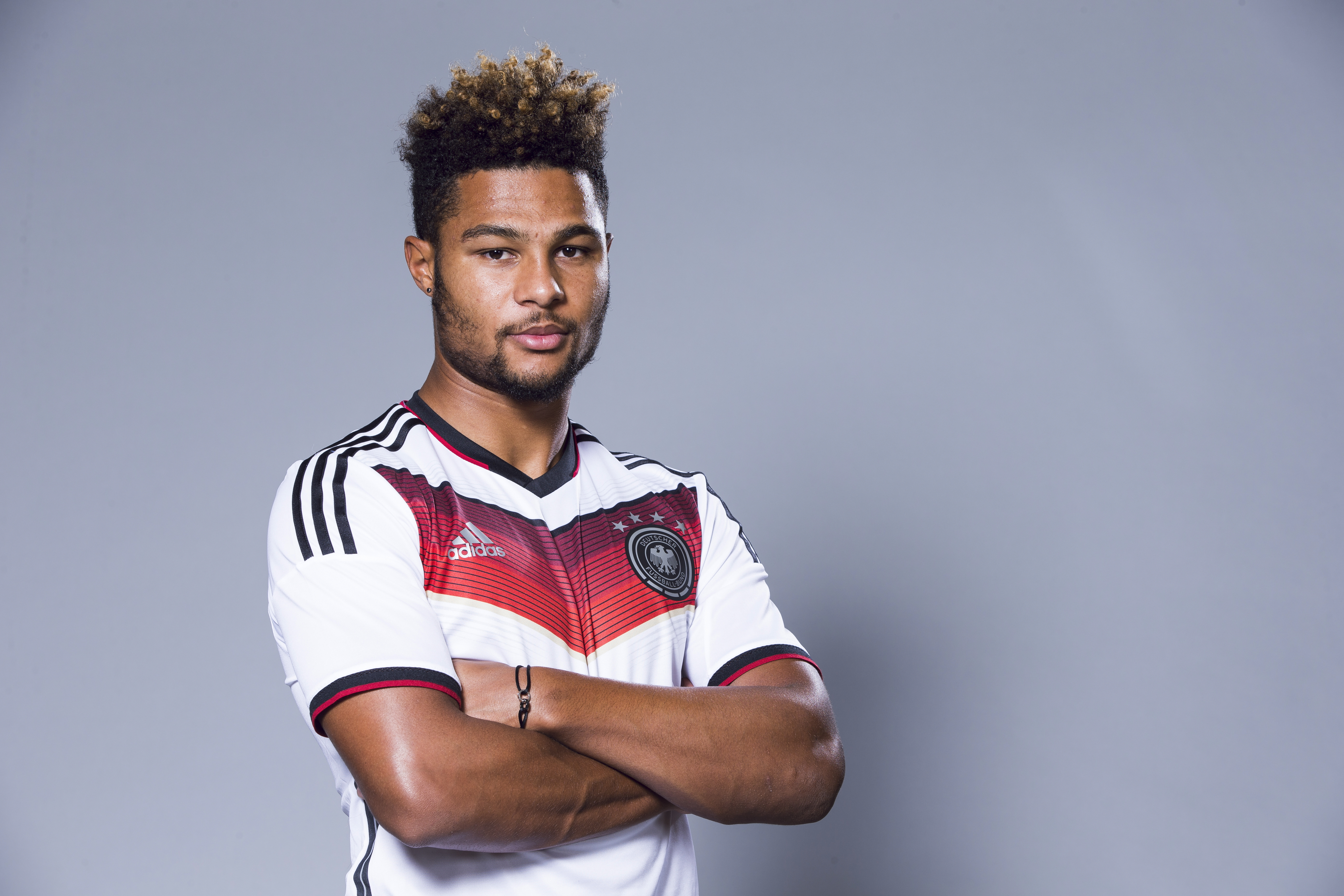 Arsene Wenger wants Serge Gnabry to follow Arsenal teammate Francis Coquelin's example