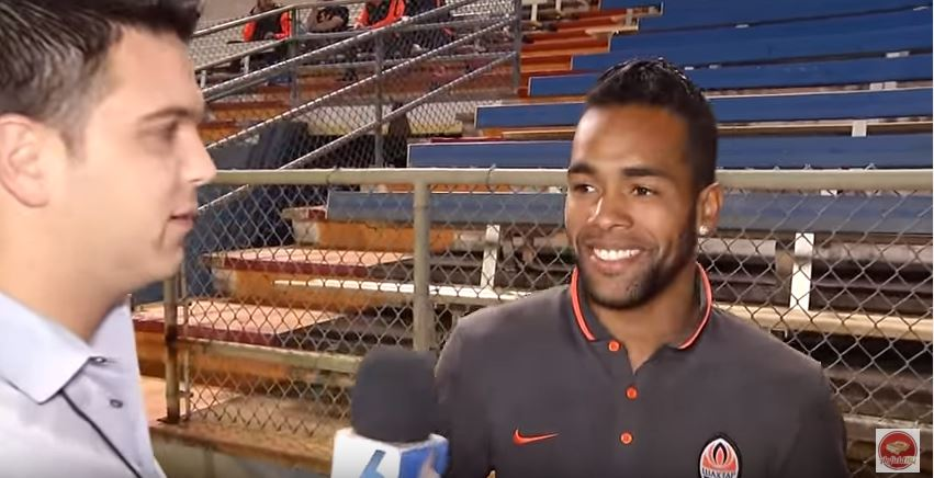 Alex Teixeira confirms his agent is working on Liverpool transfer