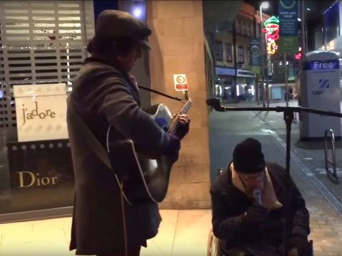 Homeless man joins busker for incredible spontaneous musical performance