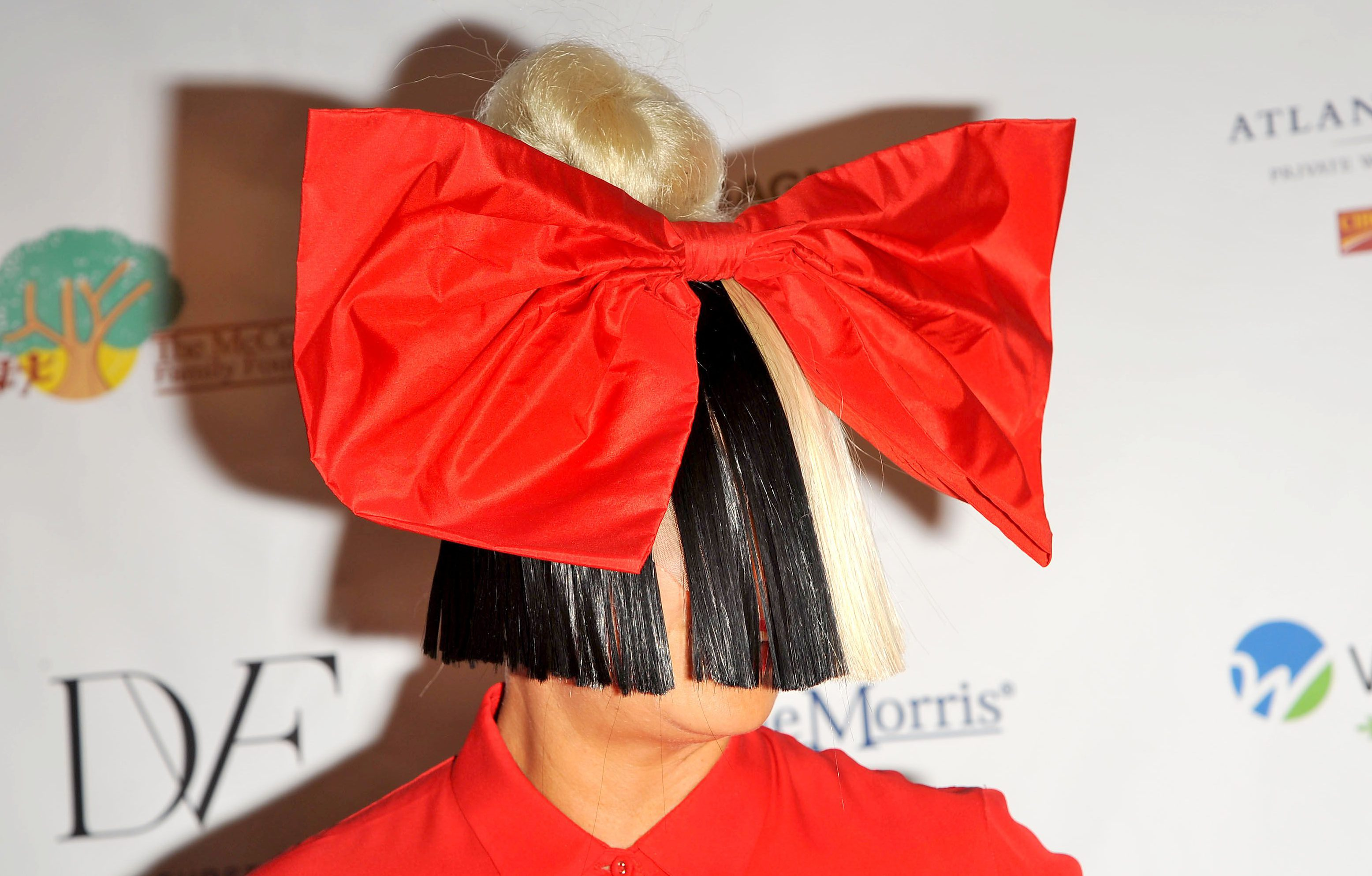 Sia is being sued by angry fans that say her gig was not 'personable' enough