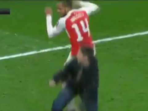 Theo Walcott 'bumps' young Arsenal fan in Per Mertesacker's absence after beating Sunderland