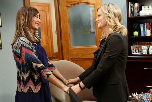 "PARKS AND RECREATION -- ""Ann's Decision"" Episode 511 -- Pictured: (l-r) Rashida Jones as Ann Perkins, Amy Poehler as Leslie Knope -- (Photo by: Jordin Althaus/NBC/NBCU Photo Bank via Getty Images)"
