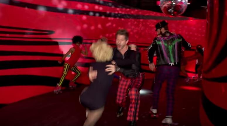 Grammys 2016: Did Gwen Stefani stack it on roller skates during Make Me Like You?