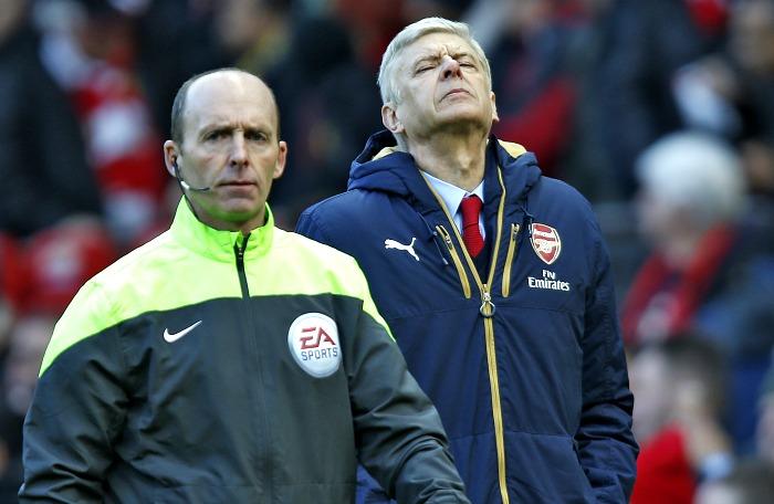 Arsenal fans demand Arsene Wenger resigns after Manchester United loss