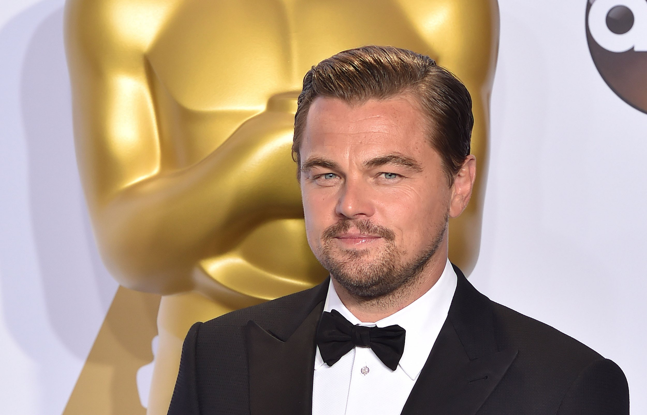 Leonardo DiCaprio is heading to Edinburgh and he's looking for a lunch buddy