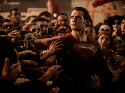 Zack Snyder is changing the tone of Justice League movie because of bad Batman V Superman reviews