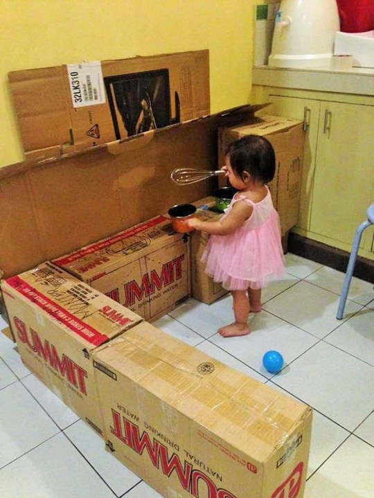 Filipino Mum Builds Toy Cafe Out Of Cardboard Boxes For