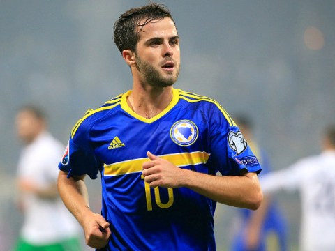Chelsea in transfer talks to sign Miralem Pjanic from Roma