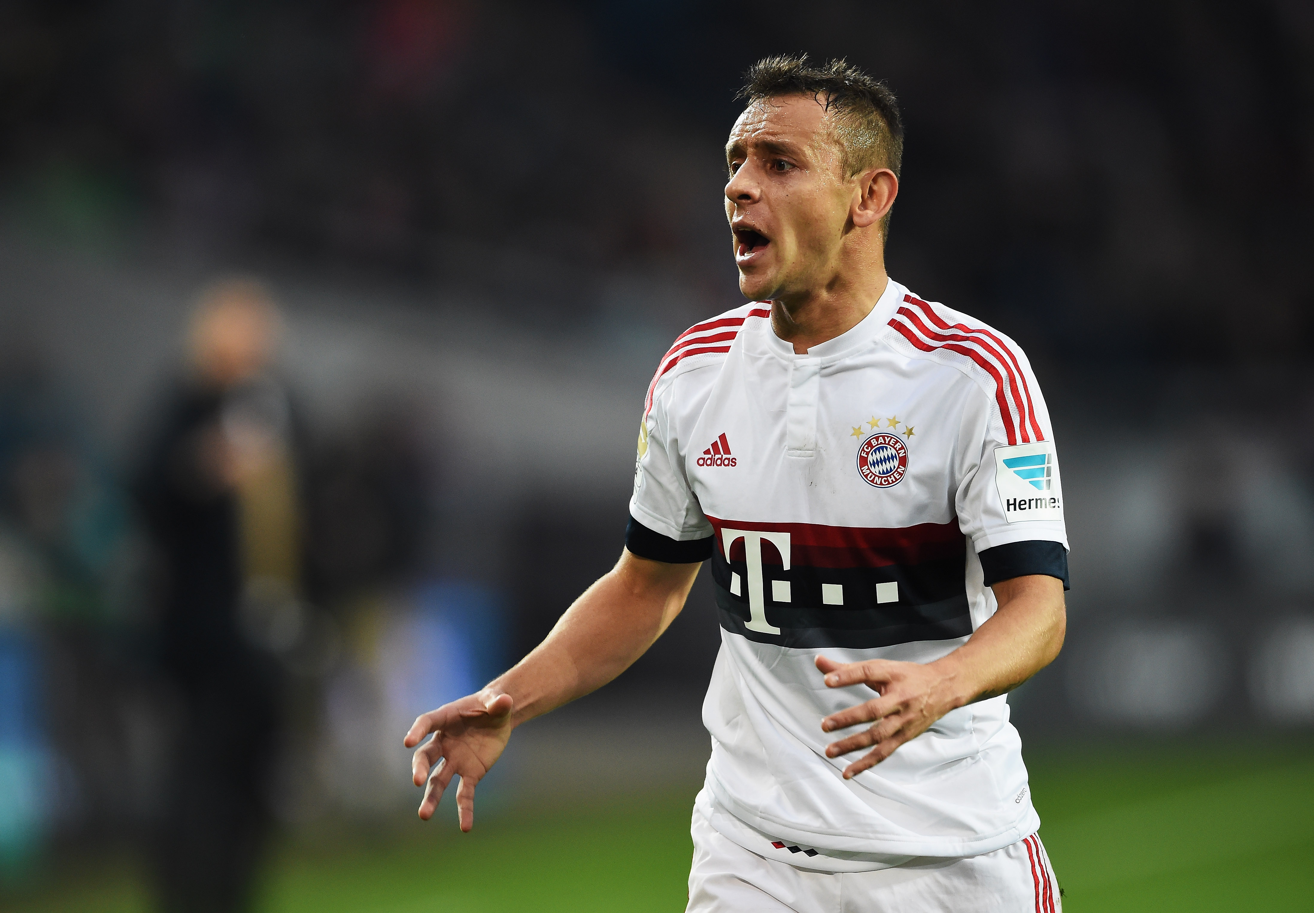 Arsenal eye Rafinha transfer, three-year contract offered to Bayern Munich ace