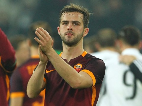 Miralem Pjanic on flight to London amid Chelsea transfer speculation