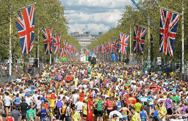Runners fill the road after crossing the finish Line near Buckingham Palace during the 2009 London Marathon, April 26, 2008 in London. AFP PHOTO/Carl de Souza (Photo credit should read CARL DE SOUZA/AFP/Getty Images)