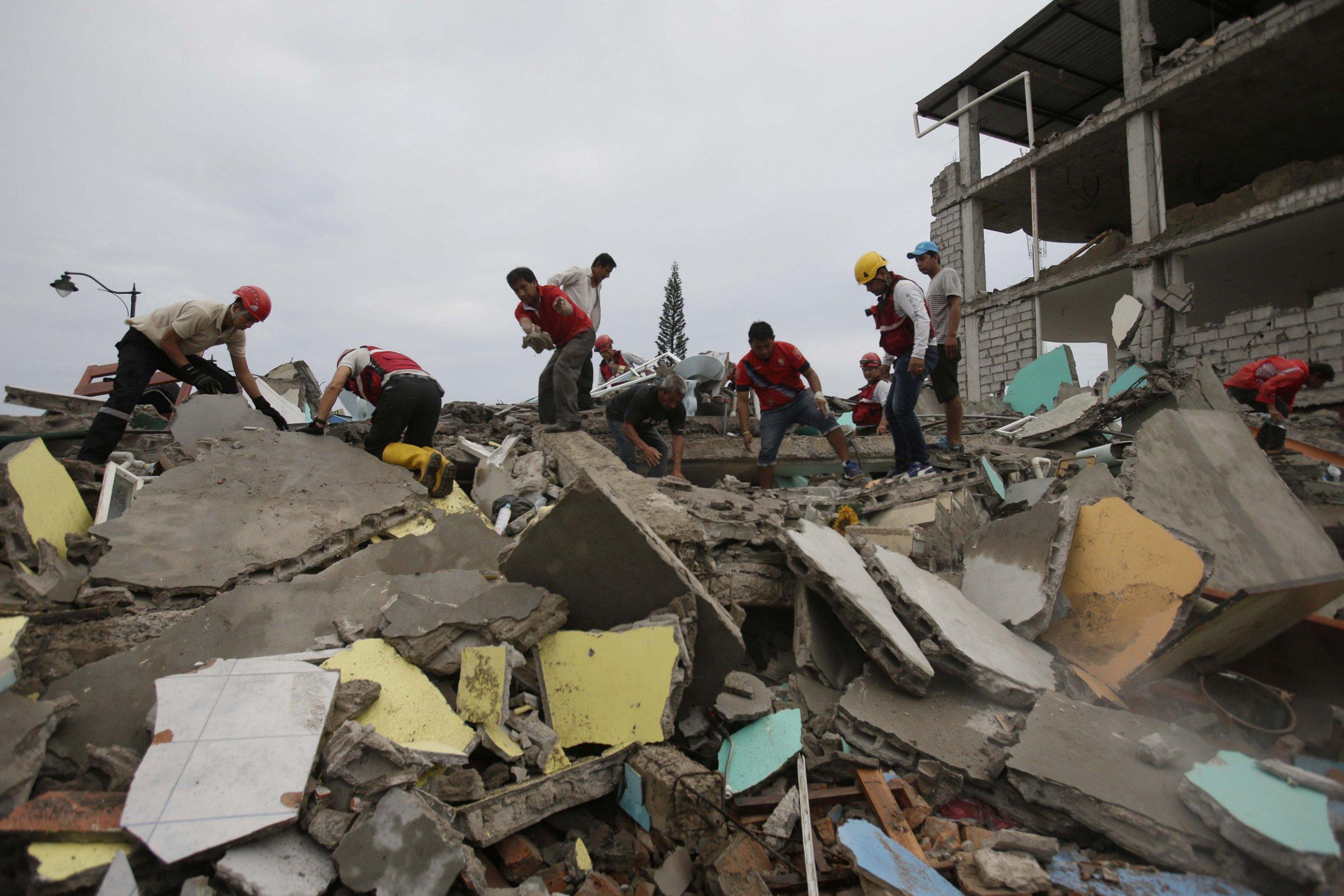 Ecuador earthquake death toll jumps as daylight reveals scale of devastation