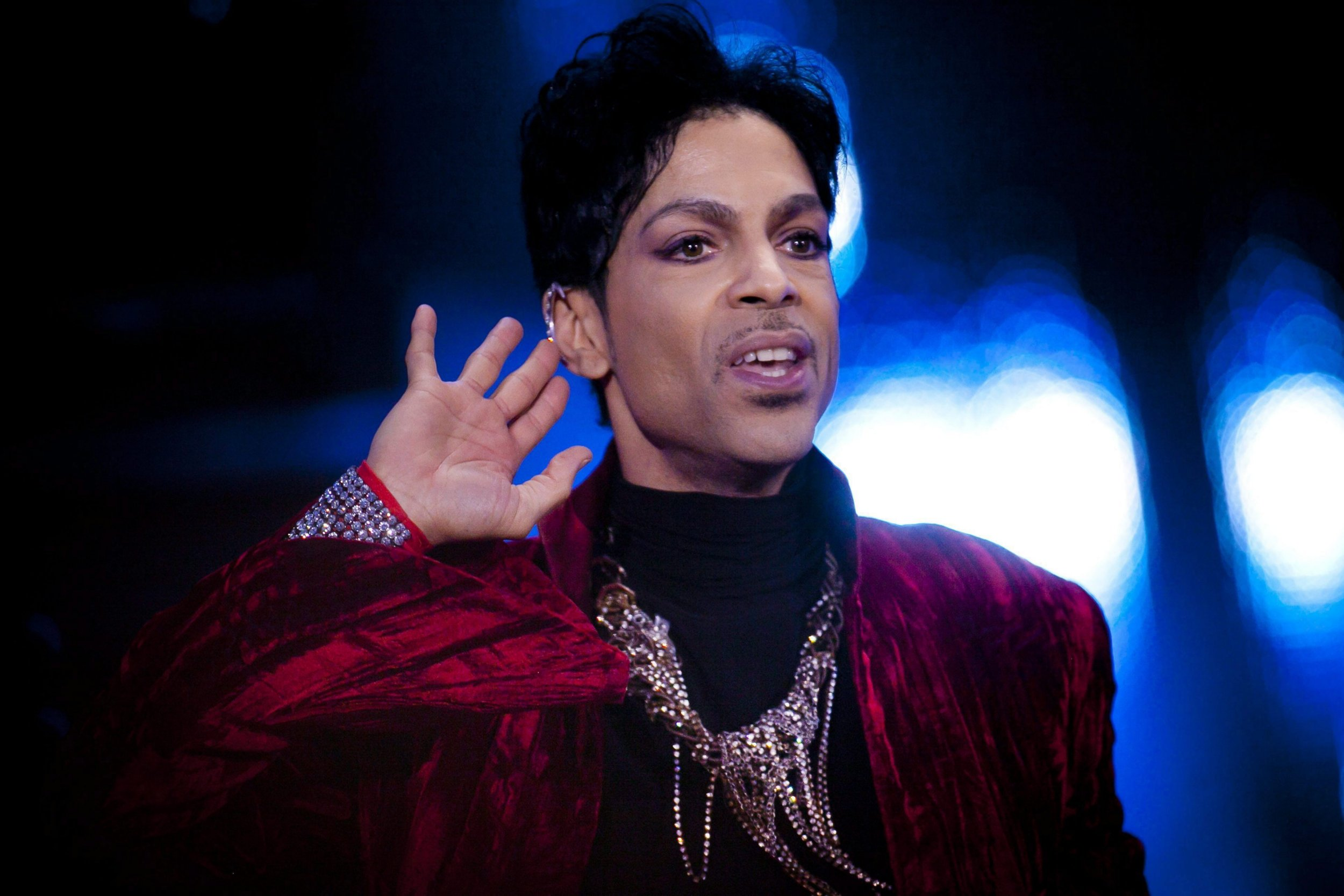 epa05270789 (FILE) A file picture dated 09 August 2011 of US musician Prince, during his concert at the Sziget Festival on the Shipyard Island, northern Budapest, Hungary. According to media reports, Prince died on 21 April 2016 at his Paisley Park residence in Minnesota, USA, at the age of 57. EPA/BALAZS MOHAI CORBIS OUT