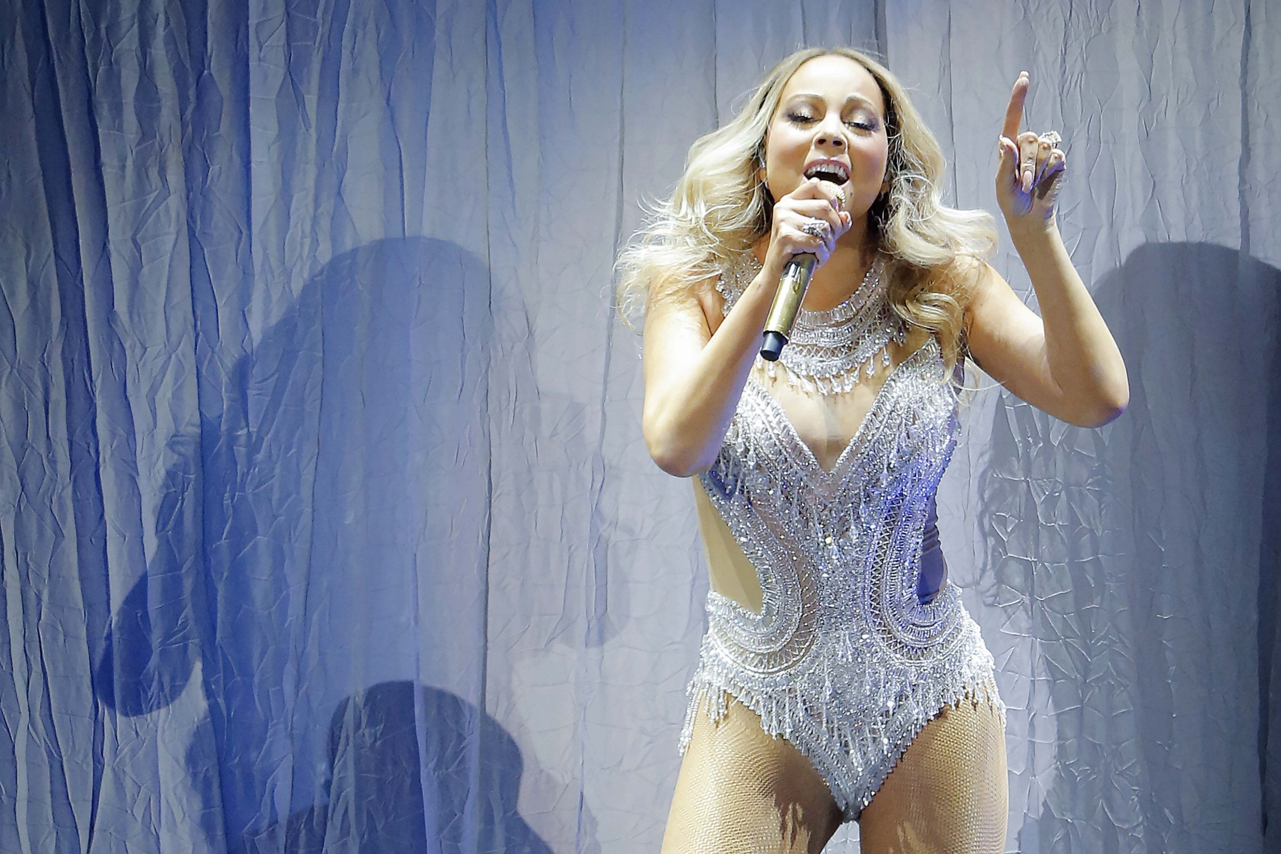 Mariah Carey halts Amsterdam gig to complain about the fans