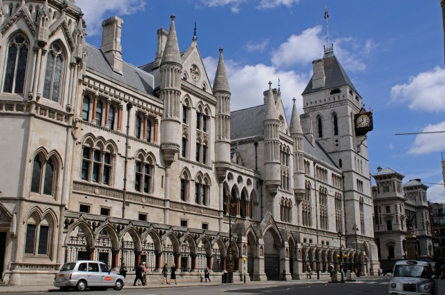 B27DY8 Royal Courts of Justice or Law Courts, London, UK