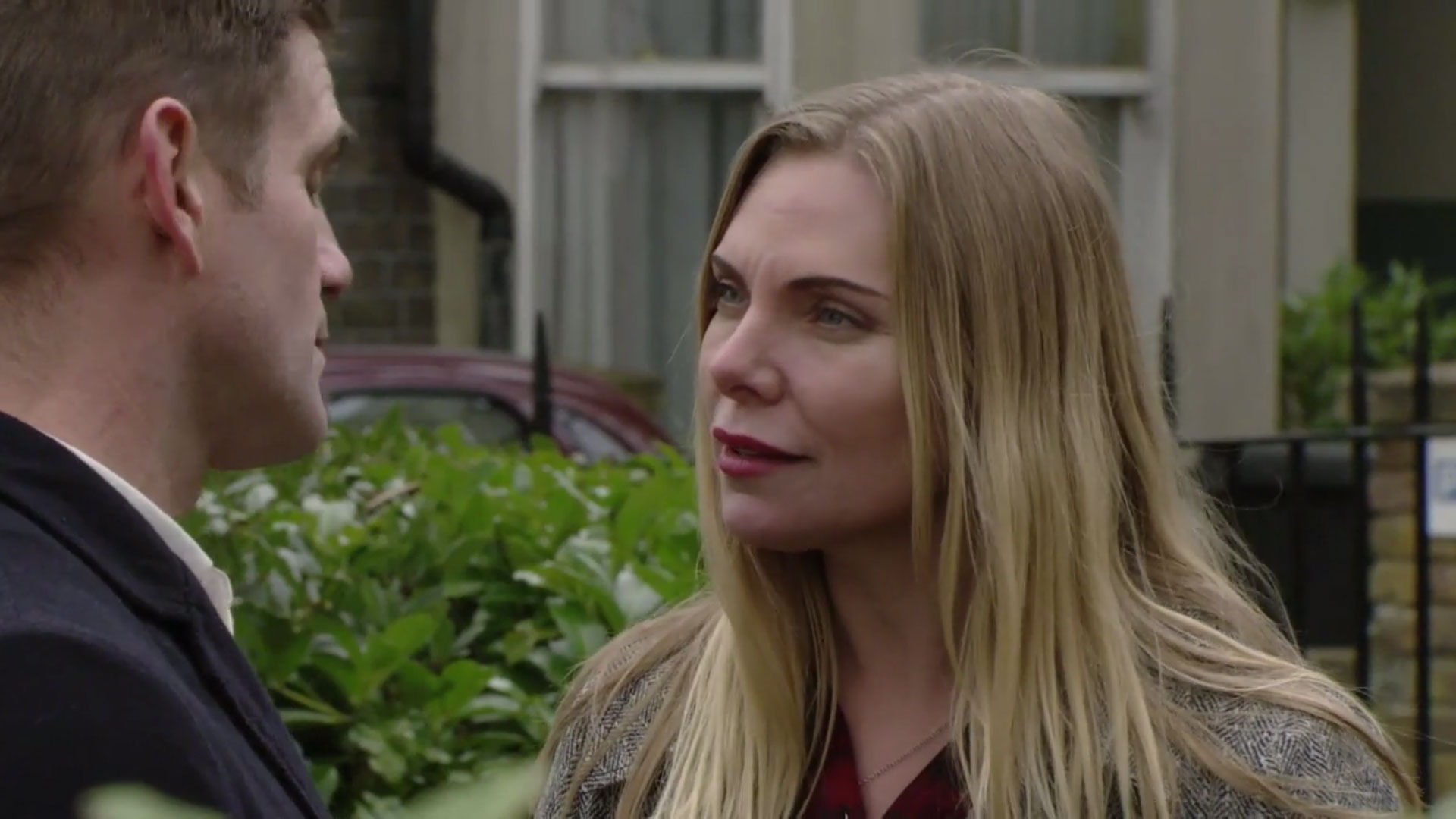 EastEnders spoilers: Does Ronnie Mitchell know who's behind the message from her 'dead' daughter?