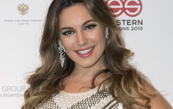 Kelly Brook is not happy with EasyJet after they lost her bags on way to Cannes