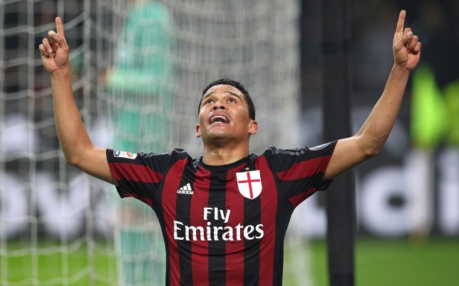 MILAN, ITALY - JANUARY 31: Carlos Bacca of AC Milan celebrates his goal during the Serie A match between AC Milan and FC Internazionale Milano at Stadio Giuseppe Meazza on January 31, 2016 in Milan, Italy. (Photo by Marco Luzzani/Getty Images)