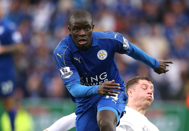 LEICESTER, ENGLAND - MAY 07:  Ross Barkley of Everton challenges N'Golo Kante of Leicester City during the Barclays Premier League match between Leicester City and Everton at The King Power Stadium on May 7, 2016 in Leicester, United Kingdom.  (Photo by Matthew Ashton - AMA/Getty Images)