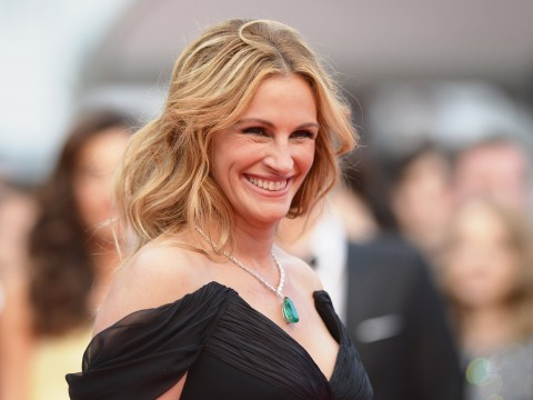 Julia Roberts applauded for bare foot protest on Cannes red carpet