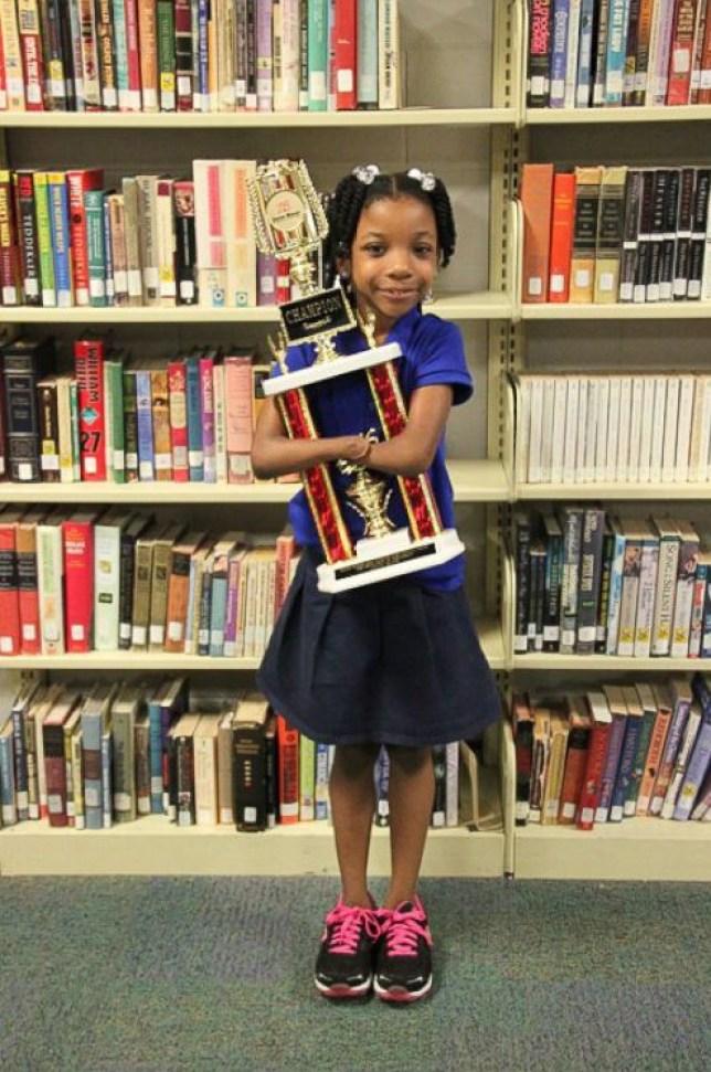 Girl with no hands Anaya Ellick wins national handwriting contest