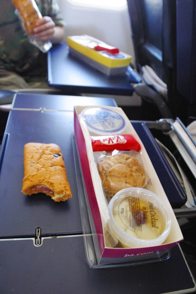 A6MD30 A very simple in flight airline meal on board an international airliner. Image shot 2004. Exact date unknown.