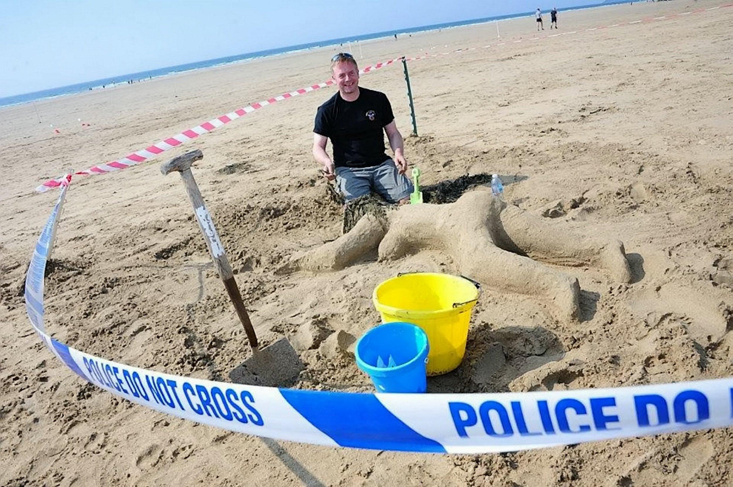 Police officers built a 'sandcastle' of a naked female murder victim