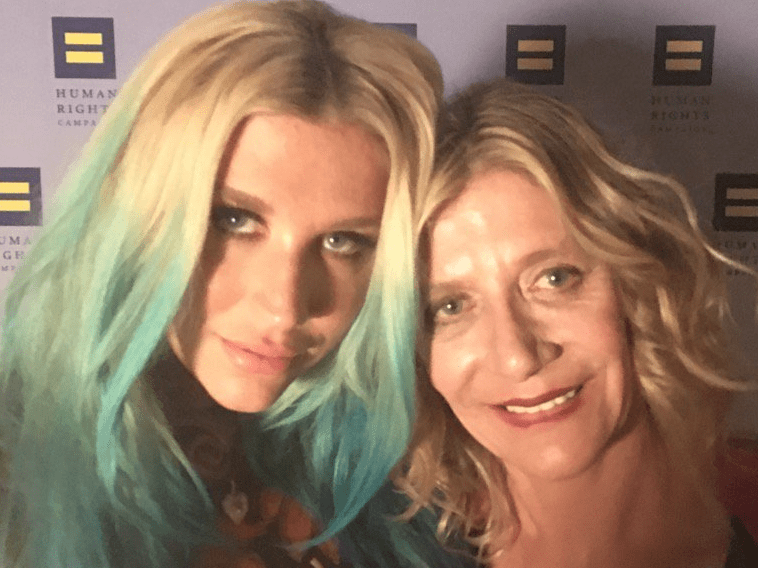 Kesha's mum is urging stars to boycott the Billboard Music Awards in support of the singer