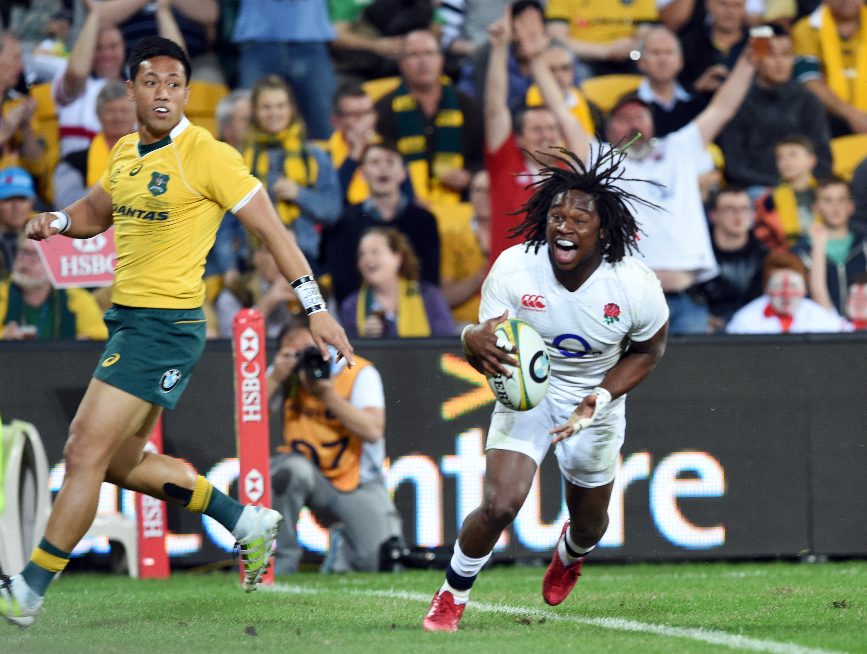 England rugby team beat Australia 39-28 in Brisbane for 1-0 lead in three test series