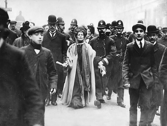 Emmeline pankhurst death anniversary(GERMANY OUT) Emmeline Pankhurst*14.07.1858-14.06.1928+Suffragette, Feministin, Gro?britanniengr?ndete 1889 zur Durchsetzung desFrauenwahlrechts die `Women's FranchiseLeague' und 1903 die `Women's Social andPolitical Union' ( Suffragetten )bei ihrer elften VerhaftungPankhurst wird von einem Polizistenabgef?hrt- 1911 (Photo by ullstein bild/ullstein bild via Getty Images)