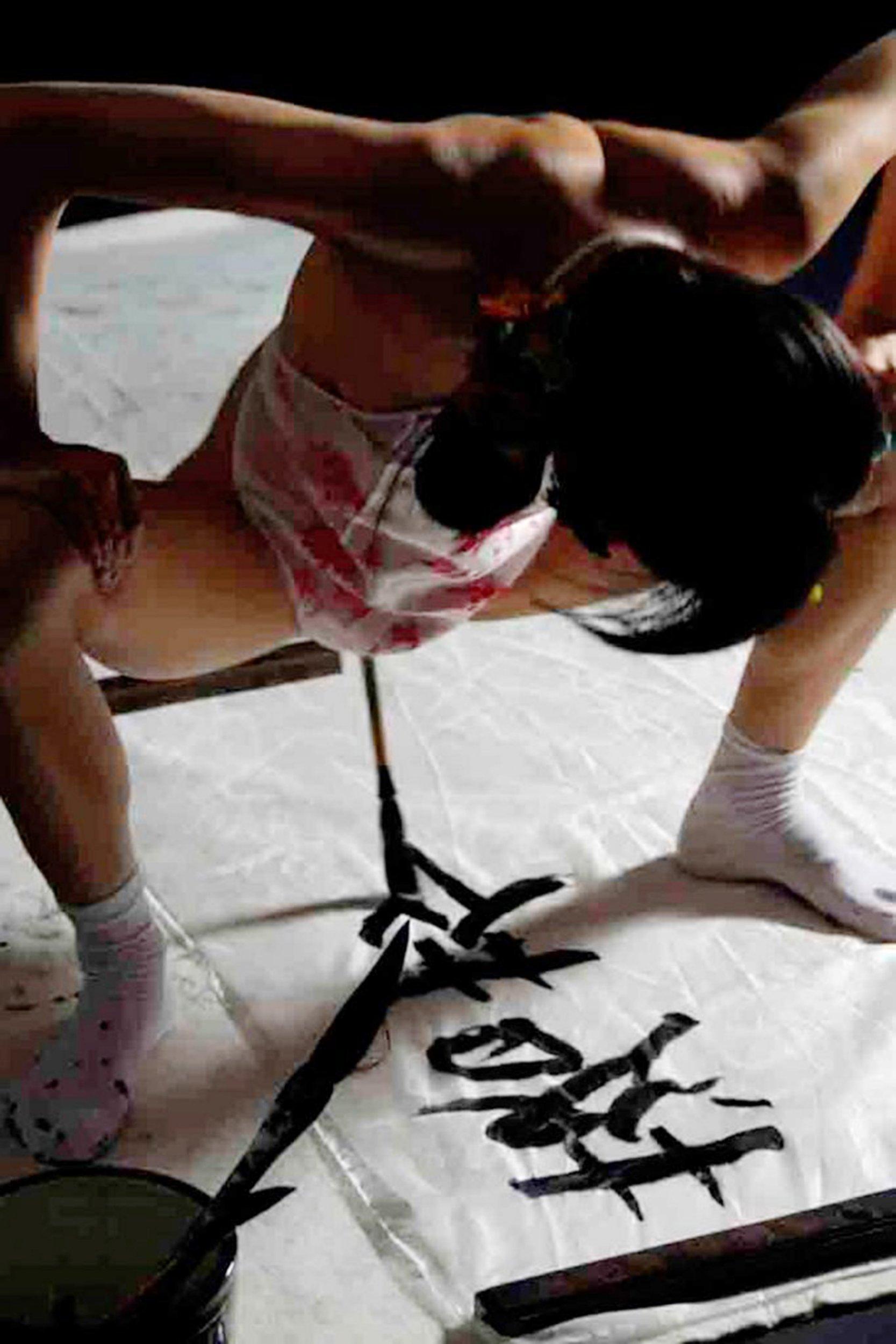 Artist creates 'beautiful, provocative'… vagina calligraphy