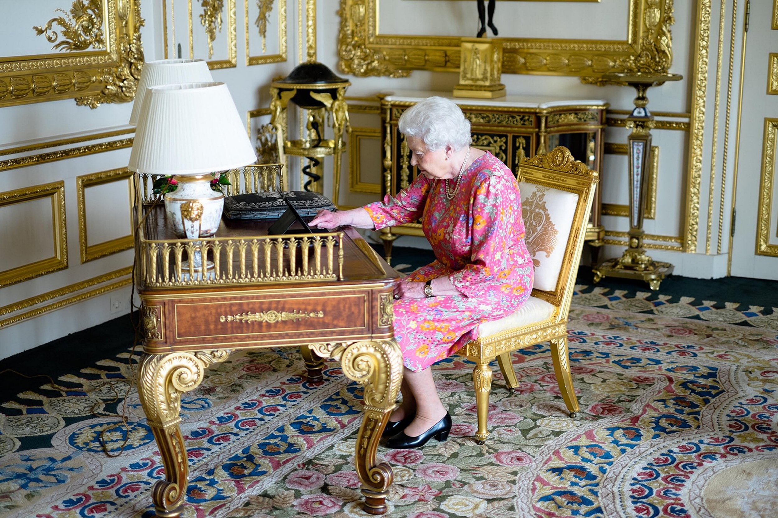 RETRANSMISSION ADDING LOCATION Handout photo issued by Buckingham Palace of Queen Elizabeth II tweeting on a tablet thanking everyone for their birthday messages from the White Drawing room at Windsor Castle. PRESS ASSOCIATION Photo. Picture date: Tuesday June 21, 2016. See PA story ROYAL Queen. Photo credit should read: Buckingham Palace/PA Wire NOTE TO EDITORS: This handout photo may only be used in for editorial reporting purposes for the contemporaneous illustration of events, things or the people in the image or facts mentioned in the caption. Reuse of the picture may require further permission from the copyright holder.