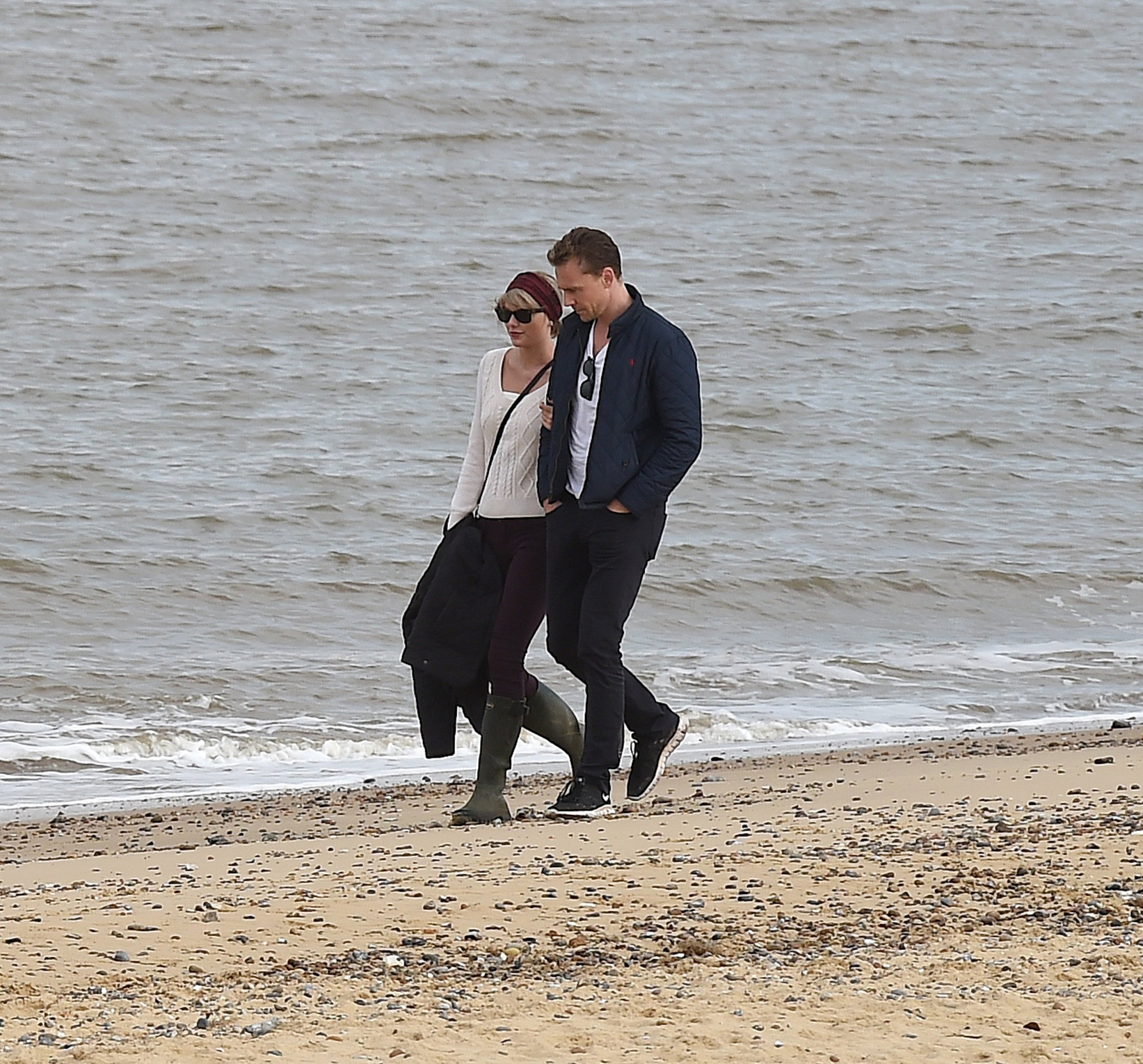 Taylor Swift and Tom Hiddleston enjoy a romantic walk on the beach with his mum