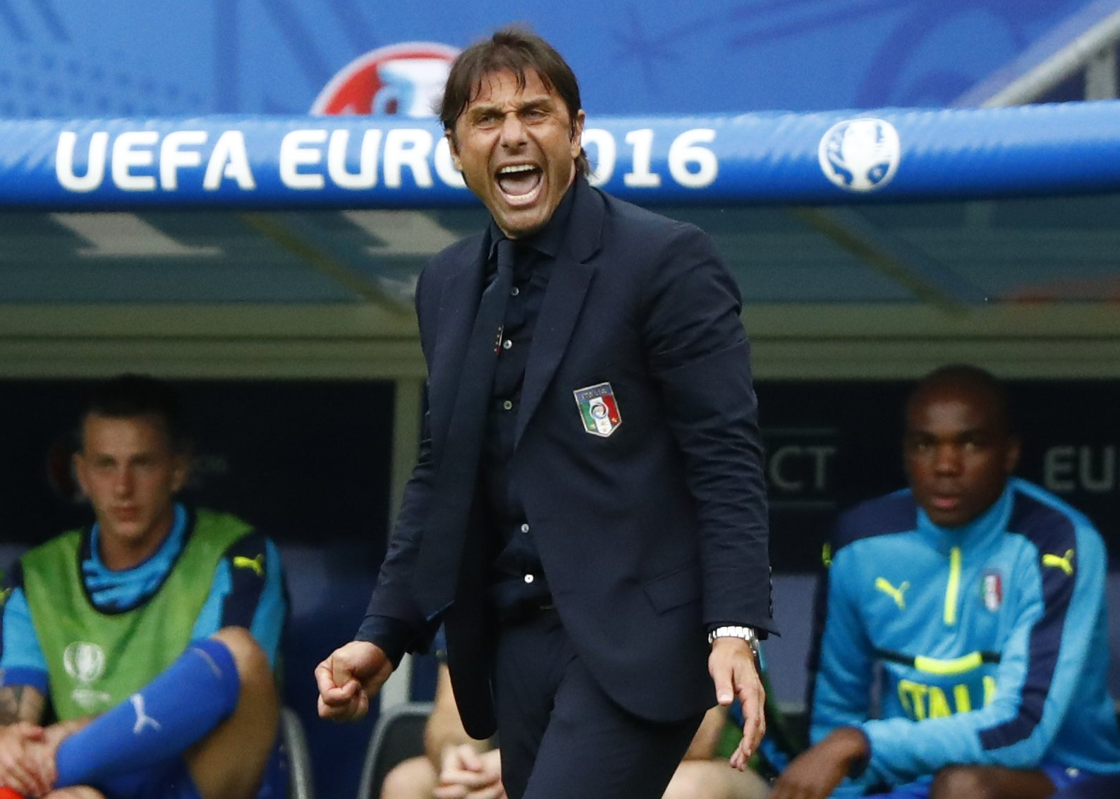 Italy manager Antonio Conte shows his passion with bizarre outburst against Spain