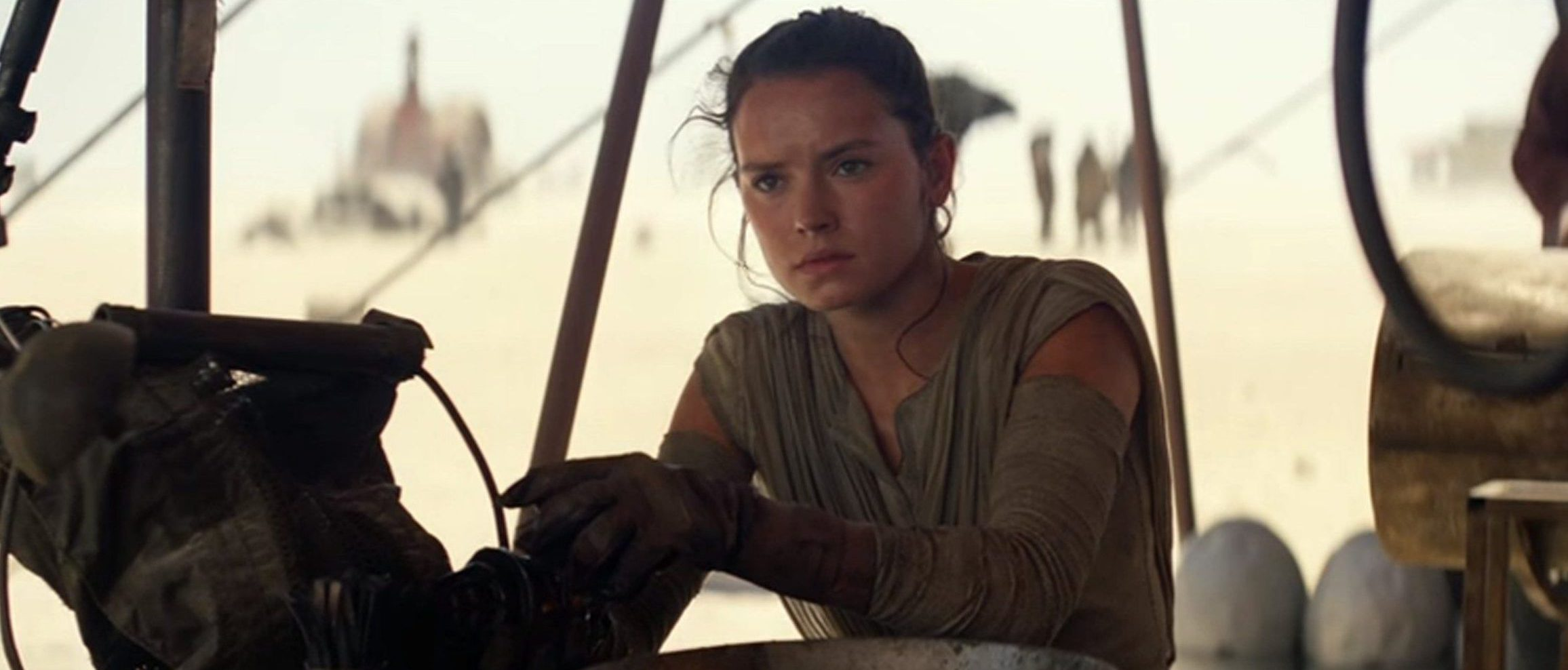 Film: Star Wars: Episode VII - The Force Awakens (2015), with Daisy Ridley as Rey.